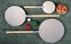 Łopata do pizzy okrągła z drewnianym uchwytem<br />model: LO-17080<br />producent: Tom-Gast