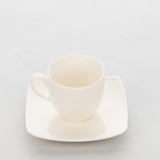 Filiżanka porcelanowa LIGURIA<br />model: 394306<br />producent: Karolina