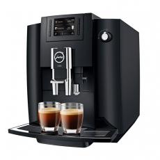 Ekspres do kawy ciśnieniowy JURA Piano Black E60<br />model: 15082<br />producent: Jura